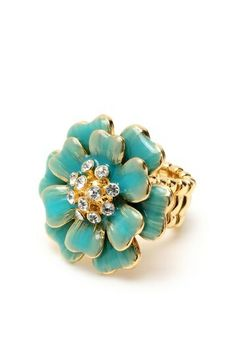 Beautiful turquoise and gold ring #bride #turquoise #turquoisewedding #bridalaccessories #jewelry