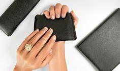 #Ногти в гамме нюд с золотыми деталями – главный маникюрный тренд этого сезона. Овладей техникой и экспериментируй с цветами!