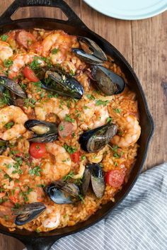 Seafood Paella - Easy delicious and flavorful Seafood Paella that you can make at home! And you dont need a paella pan!) package Shrimp from omaha Wild White Steak Seafood Dinner, Fish And Seafood, Seafood Risotto, Seafood Gumbo, Seafood Boil, Saffron Recipes, Comida Latina, Cooking Recipes, Healthy Recipes