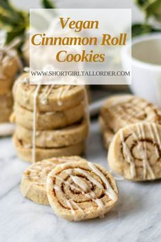 15 Fall Vegan Cookie Recipes Fall is an amazing time, especially for flavours – pumpkin, cinnamon, maple. From vegan fall spice cookies, to vegan apple cider cookies. Chocolate Chip Cookies, Chocolate Cookie Recipes, Easy Cookie Recipes, Free Recipes, Party Recipes, Vegan Cinnamon Rolls, Cinnamon Roll Cookies, Spice Cookies, Easy Vegan Cookies