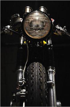 Honda Café Racer - 'Dolores' - via Pipeburn Scrambler Custom, Scrambler Motorcycle, Motorcycle Art, Bobber, Ducati, Yamaha Sr400, Custom Garages, Custom Bikes, Vintage Bikes