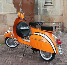 Planet Vespa -- Beautifully-restored Classic Vespas