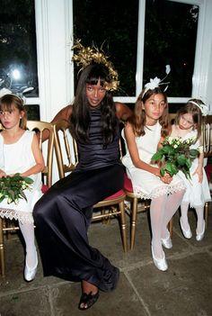 Naomi Campbell au  mariage de Kristen McMenamy et Miles Aldridge http://www.vogue.fr/mariage/inspirations/diaporama/demoiselles-dhonneur-clbres/20251/carrousel#naomi-campbell-au-mariage-de-kristen-mcmenamy-et-miles-aldridge