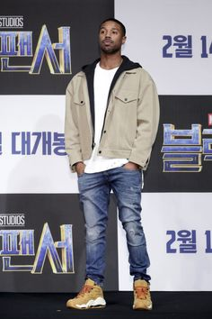 Michael B. Jordan attends the press conference for the Seoul premiere of 'Black Panther' on February 2018 in Seoul, South Korea. Swag Outfits Men, Stylish Mens Outfits, Casual Winter Outfits, Winter Fashion Outfits, Men Casual, Michael B Jordan, Black Men Street Fashion, African Attire For Men, Jordan Outfits