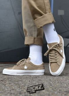 The Converse One Star Long Hair Suede is one of the sneakers that defined streetwear – an icon worn by creatives fro Converse 70s, Converse One Star, Outfits With Converse, Converse Shoes, Shoes Sneakers, Sock Shoes, Cute Shoes, Me Too Shoes, Older Mens Fashion