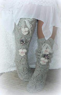 Hyvän mielen silmukat/facebook Wool Socks, Knitting Socks, Hand Knitting, Knee High Socks, Chrochet, Hosiery, Christmas Stockings, Ballet Shoes, Comfy