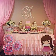 E quando o tema da festa é a própria aniversariante! Boneca linda by @unicadecorparty #bonecas #festabonecas #festamenina #dollsparty