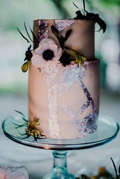 Wedding Cakes Ultra Violet Rock N' Roll Wedding Inspiration Wedding Cake Decorations, Cool Wedding Cakes, Beautiful Wedding Cakes, Wedding Cake Designs, Beautiful Cakes, Amazing Cakes, Elegant Cake Design, Painted Wedding Cake, Cake Photography
