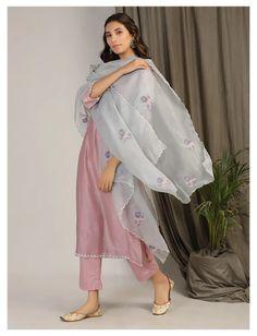 Casual Indian Fashion, Indian Fashion Dresses, Dress Indian Style, Indian Designer Outfits, Indian Designers, Indian Fashion Trends, Silk Kurti Designs, Kurta Designs Women, Kurti Designs Party Wear