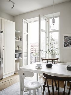 http://myscandinavianhome.blogspot.com.es/2015/03/calm-white-and-grey-in-swedish-apartment.html