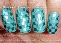 nail art quadriculada