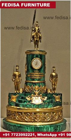 Magnificent Malachite Mantel Clock With Ornate Bronze And Gilding Mounted On Malachite~ Height: Length: 620 Antique Desk, Antique Clocks, Wall Clock Wooden, Classic Clocks, Unusual Clocks, Art Ancien, Wall Clock Online, Mantel Clocks, Retro Clock