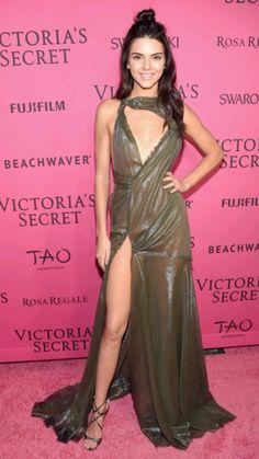 Kendall Jenner Estilo, Kendall Jenner Gigi Hadid, Kendall Jenner Photos, Kendall And Kylie, Kylie Jenner, Atelier Versace, Versace 2015, Versace Gown, Versace Shoes