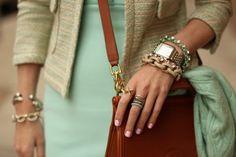 Modnaya.ru: Летний тренд - много браслетов на руке.