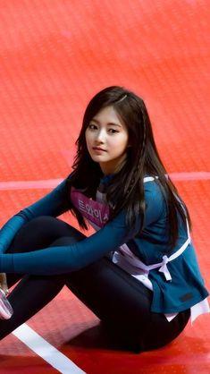Twice Tzuyu 周子瑜 Kpop Girl Groups, Korean Girl Groups, Kpop Girls, Pretty Asian, Beautiful Asian Women, Nayeon, Twice Tzuyu, Archery Girl, Chou Tzu Yu