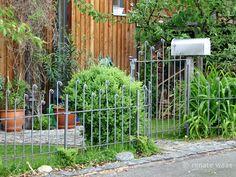 filigraner Gartenzaun aus Metall