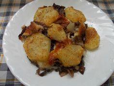 Un contorno buonissimo o un secondo vegetariano, la ricetta delle patate e radicchio al forno con mozzarella filante, una verà bontà da gustare calda.