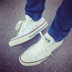 red and white converses....I want !