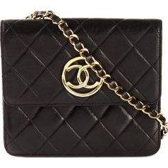 Chanel Vintage flat crossbody bag (70,070 MXN) ❤ liked on Polyvore featuring bags, handbags, shoulder bags, purses, bolsa, black, chanel handbags, black quilted crossbody, leather handbags and black leather shoulder bag