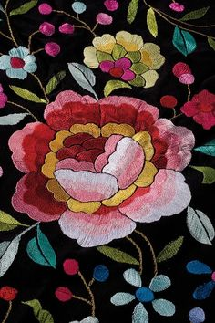 Design from a Manila shawl Mexican Embroidery, Hat Embroidery, Floral Embroidery, Machine Embroidery Designs, Bordado Popular, Broderie Simple, Mexican Flowers, Bobbin Lacemaking, Textile Fiber Art
