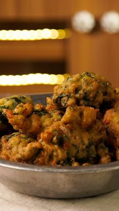 Buñuelos de Espinaca Spinach fritters and everyone at the table in seconds! Mexican Food Recipes, Vegetarian Recipes, Cooking Recipes, Healthy Recipes, Cooking Beef, Cooking Games, Deli Food, Vegetable Dishes, Food Videos