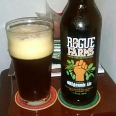 Cerveja Rogue Farms OREgasmic Ale, estilo American Pale Ale, produzida por Rogue Ales Brewery, Estados Unidos. 6% ABV de álcool.