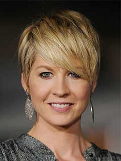 Short Haircuts for Round Shaped Faces: Pixie Haircut with Bangs, Jenna Elfman