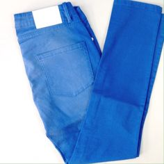 """BCBGeneration Blue Colored Jasper Crop 28"""" inseam, colored denim with wear pattern dyed in. No flaws, no marks, perfect condition! BCBGeneration Jeans"""