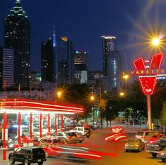 The Varsity in Atlanta, GA! Grew Up eating at the Varsity once a week. I am a traditional southern born girl that The Varsity was part of my family. Georgia Usa, Georgia On My Mind, Atlanta Georgia, Atlanta Eats, Visit Atlanta, Georgia Girls, Great Places, Places Ive Been, Places To Visit