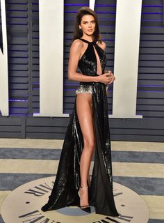 We Have a Lot of Questions About Kendall Jenner's Dress, and You Probably Will, Too Curvy Outfits, Sexy Outfits, Sexy Dresses, Kendall Jenner Dress, New Street Style, Looking Gorgeous, Fashion Beauty, Fashion Photo, Sexy Legs