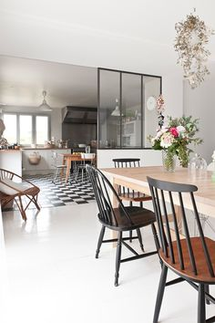 Tendance une verrière - Lili in Wonderland Home Living Room, Living Spaces, Sweet Home, Interior Decorating, Interior Design, Lofts, Home Kitchens, Interior Architecture, Home Furniture