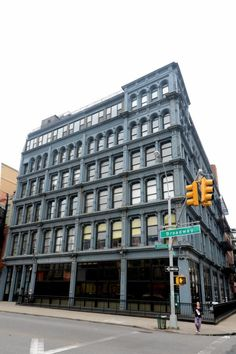 73 potential buyers attend open house in Williamsburg, Brooklyn for a look at $675,000 one-bedroom loft - NY Daily News The Smith Gray building at 138 Broadway in Williamsburg is steps from hot new restaurant Dressler.
