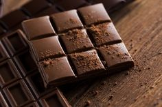 Home made chocolate recipe. Now everyone can make chocolate. Chocolate is healthy. Types Of Chocolate, Dark Chocolate Bar, Chocolate Lovers, Chocolates, Brain Boosting Foods, Good Foods For Diabetics, Food Lists, Diabetic Recipes, Superfoods