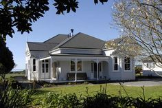 New home designs latest.: Newzealand homes designs. Beautiful Home Designs, New Home Designs, Beautiful Homes, House Siding, Facade House, Style At Home, House Window Design, Weatherboard House, Queenslander