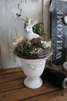 "Langohr in the rose garden ."" - a unique product by Hoimeliges on DaWanda. Diy Spring Wreath, Diy Wreath, Spring Crafts, Decoration Restaurant, Diy Ostern, Easter Traditions, Basket Decoration, Easter Table, Vintage Easter"
