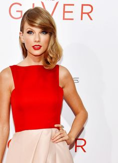 Taylor Swift is rocking her medium bob. These waves are to die for.