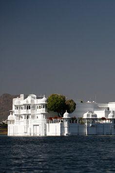 Taj Lake Palace – Indias hvite svane.  Hul!!!!!!!!!!!!!!!!!!! I MUST GO THERE.