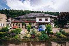 Un conac boieresc in Gura Humorului Mud House, Rural House, Jacuzzi, Case, Spa, Lounge, House Design, Mansions, House Styles