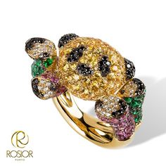 Panda - 19,2k gold ring featuring yellow sapphires and black diamonds on the head, emeralds, pink sapphires, F-VVS and black diamonds on the legs. Unique jewel, created by Manuel Rosas and manufactured by Rosior artisans.