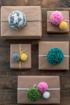 24 ridiculously satisfying pictures of perfectly wrapped Christmas presents - Made.love - 24 ridiculously satisfying pictures of perfectly wrapped Christmas presents These handmade pompoms More - Christmas Present Wrap, Christmas Gift Wrapping, Diy Christmas Gifts, Holiday Gifts, Christmas Pom Pom Crafts, Christmas Carol, Christmas Quotes, Christmas Ideas, Birthday Wrapping Ideas