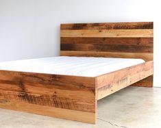 Best bed linens for your home Rustic Bedroom Furniture, Furniture Design, Reclaimed Wood Beds, Diy Bett, Pallet Beds, Pallet Art, Bed Frame And Headboard, Diy Headboards, Bedding Inspiration