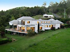 Maleny, Queensland, Australia • Large modern second home, high on the hill with 180 degree views • VIEW THIS HOME ►   https://www.homeexchange.com/en/listing/235539/