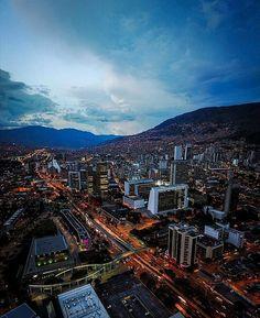 "Medellinismo on Instagram: ""Medellín precioso. 📷 @jnicolastorres  #medellin #medellincolombia #antioquia"" Auto Service, Paris Skyline, City Photo, Cities, Beautiful Places, Landscape, Instagram, Travel, World"