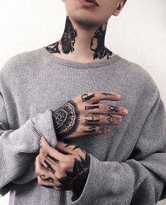 Photo Finger Tattoos, Body Art Tattoos, Tattoo Drawings, Girl Tattoos, Tattoo Ink, Icon Tattoo, Knuckle Tattoos, Arabic Tattoos, Neck Tattoos