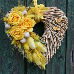jircice Tulle Wreath, Grapevine Wreath, Burlap Wreath, Christmas Decorations, Christmas Ornaments, Easter Crafts, Grape Vines, Heart Shapes, Valentines