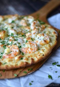 Scampi Pizza topped with a light garlic-lemon sauce, shrimp, and cheeses.Shrimp Scampi Pizza topped with a light garlic-lemon sauce, shrimp, and cheeses. Shrimp Pizza, Seafood Pizza, Shrimp Pesto Pizza Recipe, Lobster Pizza, Food Shrimp, Easy Flatbread Recipes, Flatbread Pizza, Flatbread Ideas, Pizza Day