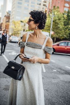 Fashion outfits summer short hair 51 Ideas for 2019 Dress Clothes For Women, African Dresses For Women, Urban Fashion, Trendy Fashion, Stockholm Street Style, Paris Street, Milan Fashion Weeks, London Fashion, Spring Outfits