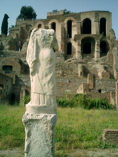 Roma, Palatino. In compagnia della Vestale.