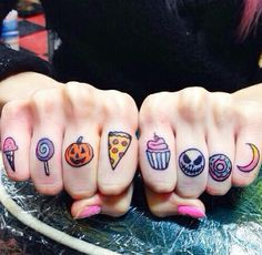 45 Cute Finger Tattoo Ideas and Designs - Beste Tattoo Ideen Finger Tattoo Designs, Cute Finger Tattoos, Design Tattoo, Tattoo Designs For Girls, Cute Tattoos, Beautiful Tattoos, Small Tattoos, Kawaii Tattoos, Awesome Tattoos