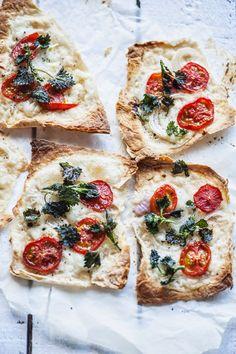 Krõbeda nõgesega mozzarella-tomatisaiad